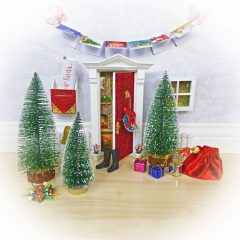 How to Decorate your Fairy Door for Christmas